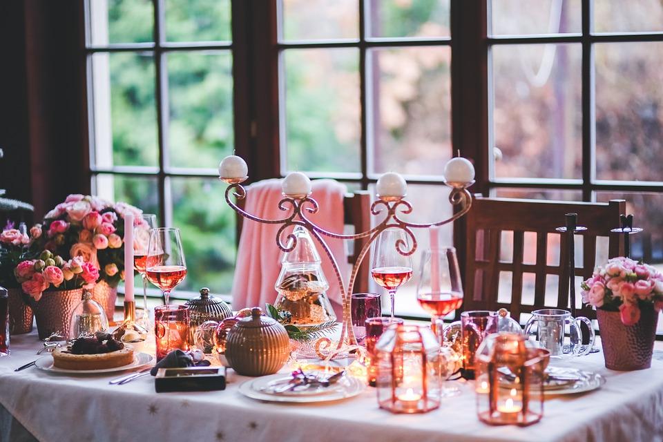 Organiza un catering nocturno en un local para fiestas en Navidad